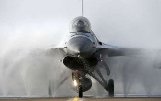 <h1>[양낙규의 Defence Club]전투기가 샤워를 하는 이유</h1>