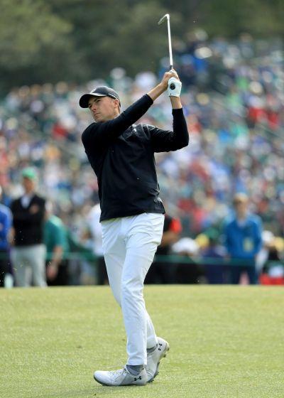 조던 스피스가 마스터스 최종일 자신이 직접 개발에 참여한 언더아머 '스피스 2' 골프화를 신고 플레이하고 있는 장면.