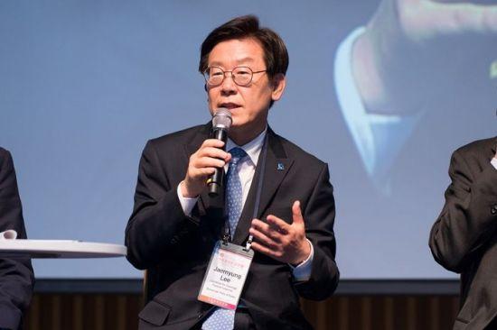 이재명 더불어민주당 경기도지사 후보가 15일 서울 중구에서 열린 '새로운 상상 2018 국제 컨퍼런스' 연사로 참석해 발언하고 있다. 사진=이재명 후보 블로그