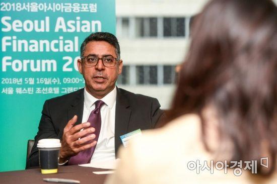 [포토] 투자상담하는 사미르 사흐니 대표