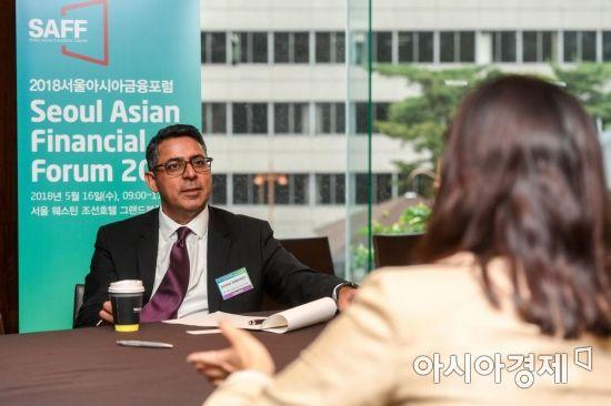 [포토] 사미르 사흐니 대표 투자상담