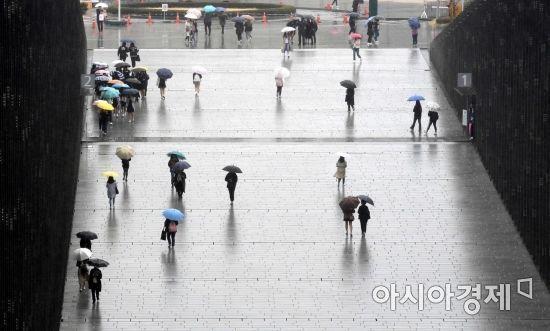 [오늘 날씨]전국 흐리고 비…중부지방 시간당 30㎜ 폭우