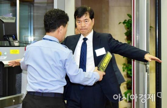 [포토] 검색받는 김태한 삼성바이오로직스 사장