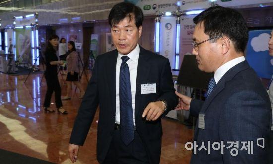 [포토] 감리위원회 참석하는 김태한 사장