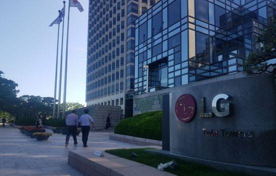 정규직 늘리라지만...'고용 모범 기업' LG 부품사, 계약직 매년 2배 증가