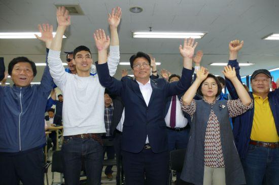 도성훈(가운데) 인천시교육감 당선인
