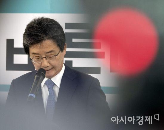 유승민 바른정당 공동대표가 14일 서울 여의도 당사에서 기자회견을 갖고 있다. 유 대표는 지방선거 패배의 책임을 지고 대표직에서 사퇴했다./윤동주 기자 doso7@