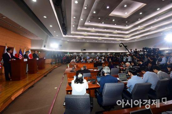 [포토]한미일 외교장관 기자회견에 쏠린 관심