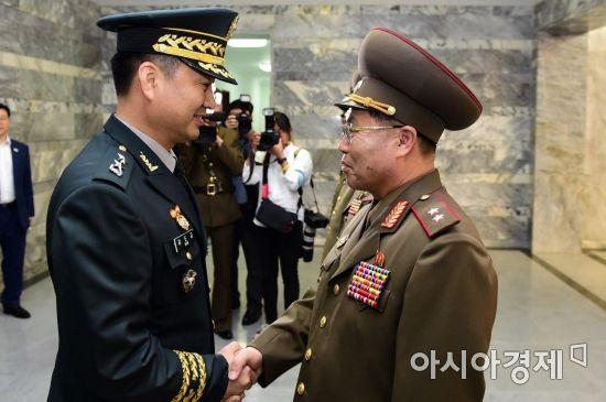 [포토] 통일각에서 만난 남북 장성