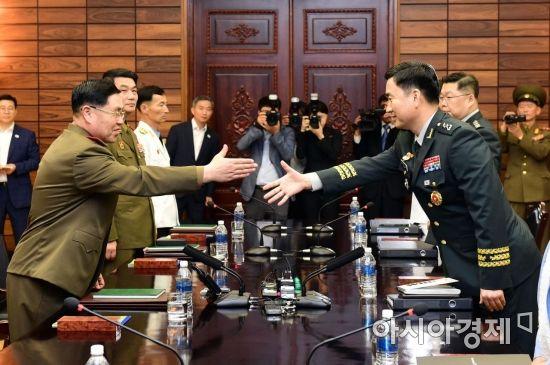 [포토] 악수하는 남북 수석대표