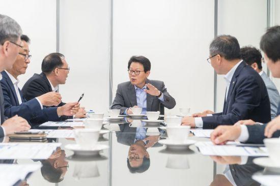 김광수 농협금융 회장, 영업점 현장경영 실시
