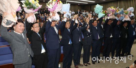 [포토] 포즈 취하는 재보궐 당선인들