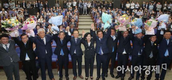 [포토] 국회 찾은 민주당 재보궐 당선인들