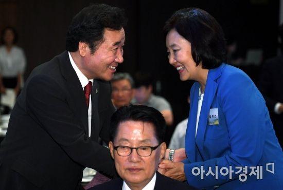 [포토] 인사하는 이낙연-박영선