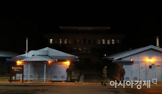 [포토]불 켜진 북측 판문각