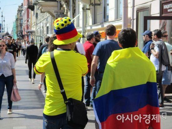 콜롬비아 팬들도 거리에 나와 월드컵 열기를 띄웠다 [사진=김형민 기자]