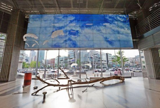 이달 5일부터 오는 10월 3일까지 '현대 모터스튜디오 서울' 1층에서 열리는 한진수 작가의 전시 '리퀴드 메모리'