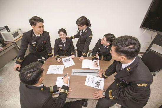 <h1>해군사관학교 생도들은 지금 </h1>