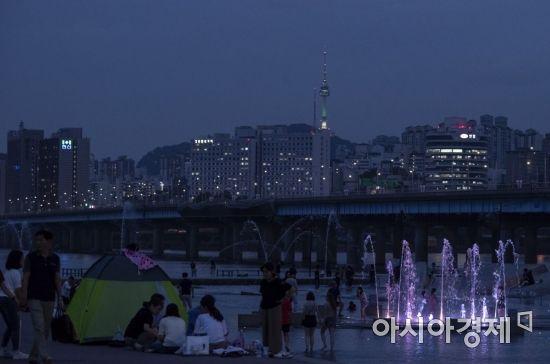 [포토] 여름밤 북적이는 한강공원
