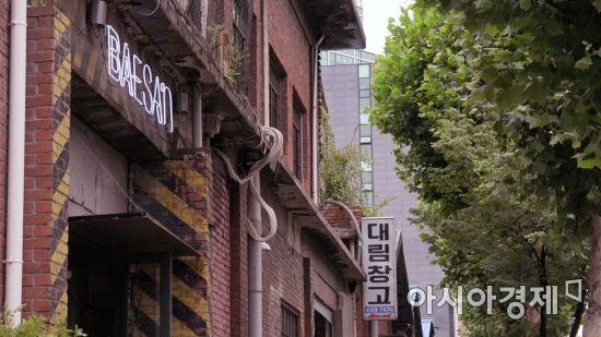 물류창고를 카페 겸 갤러리로 개조한 성수동 '대림창고'