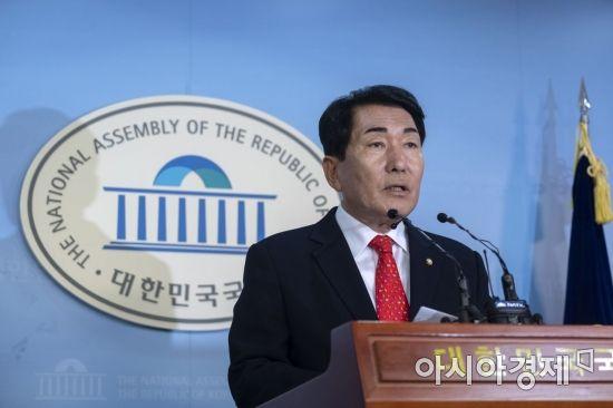 한국당 비대위원장 후보, '김병준·박찬종·이용구·전희경·김성원' 압축