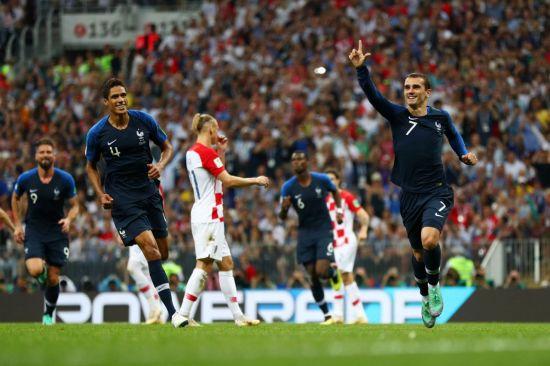 전반에만 3골 폭발…프랑스, 크로아티아에 2-1 리드
