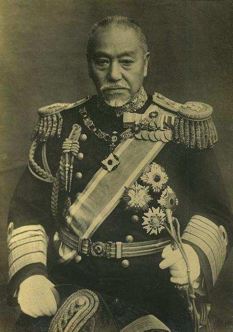 일본 연합함대를 승리로 이끌었던 사령관, 도고 헤이하치로 제독(東鄕平太郞)의 모습. 당시 도고제독은 러시아 함대가 대한해협으로 올 것이라 확신했고, 그의 고집으로 대한해협 일대에서 러시아 함대를 기다린 일본 함대는 대승을 거두게 된다.(사진=위키피디아)