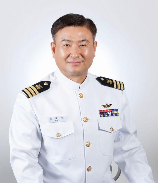 LG, 한강에 빠진 시민 구한 김용우 해군 중령에게 '의인상'