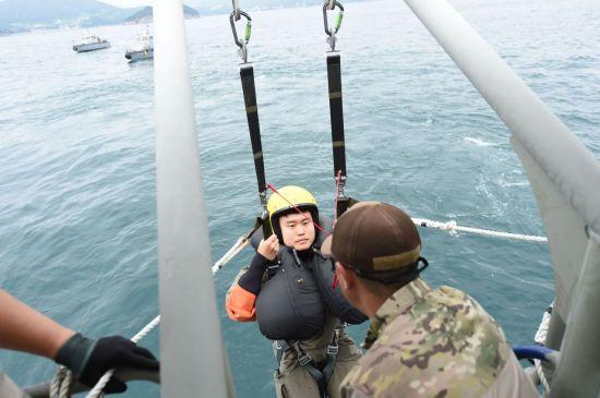 <h1>탈출 전투기조종사의 생환 방법은</h1>