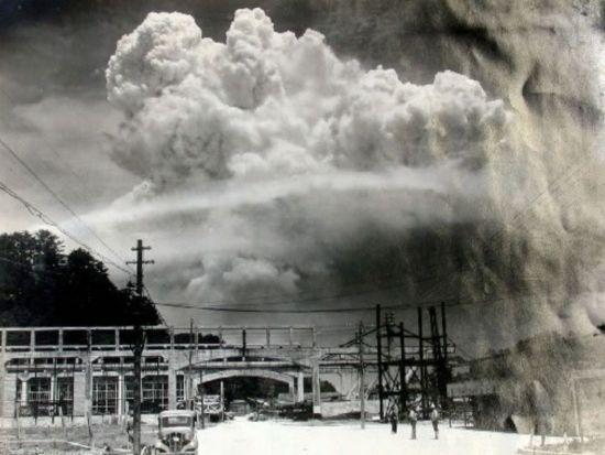 1945년 8월9일, 나가사키에 원폭 투하직후 발생한 거대한 토네이도의 모습.(사진=나가사키시 홈페이지/http://www.city.nagasaki.lg.jp)