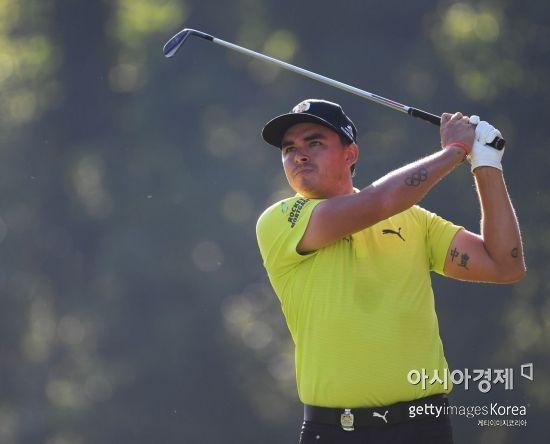 리키 파울러가 100번째 PGA챔피언십 첫날 13번홀에서 티 샷을 날리고 있다. 세인트루이스(美 미주리주)=Getty images/멀티비츠