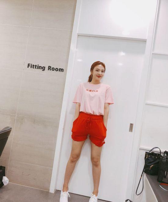 레드벨벳 조이, 출근길 패션 vs 리허설 패션…