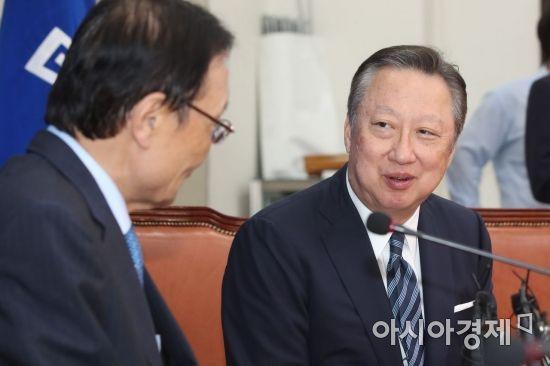 """박용만의 지원 사격 """"유은혜, 늘 약자 편 서는 사람"""""""