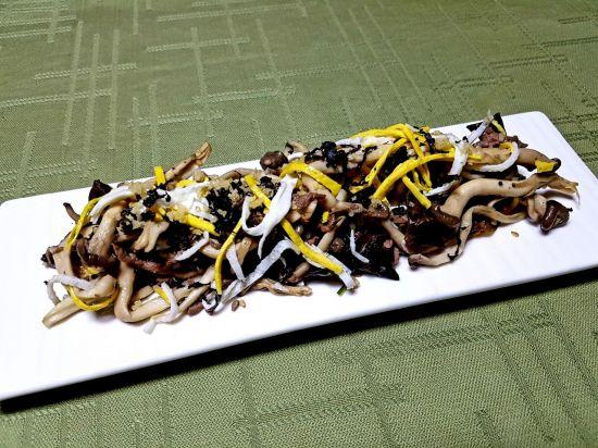 [한국의 맛] 여러 가지 버섯의 향을 즐기는 가을의 음식 '버섯나물'