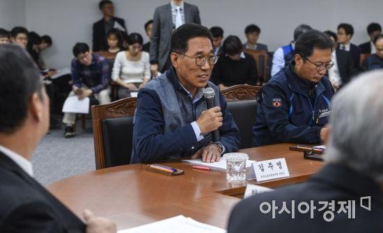 [포토] 노사정회의 참석한 김주영 한국노총 위원장