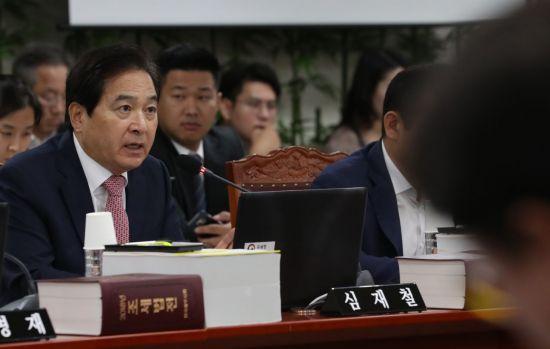 與野, 기재위서 '정보유출' 환노위서 '최저임금' 충돌