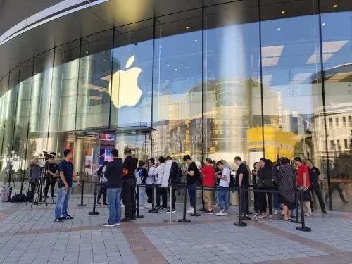 아이폰XR은 중국용?…팀쿡 CEO의 각별한 중국사랑