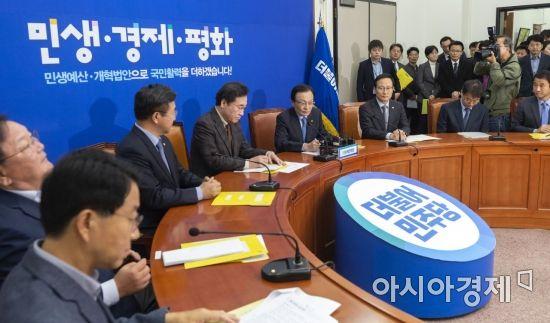 [朴 탄핵 2년] 눈치·따로국밥·유람…오만에 빠진 與