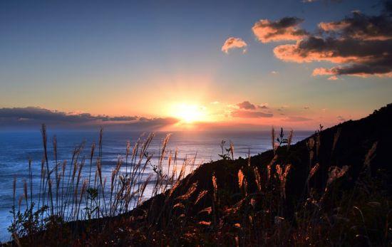[조용준의 여행만리]먹빛 뒤에 가려진 바닷길, 슬프도록 아름답다