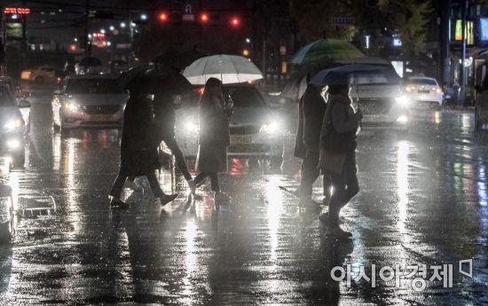 [포토] 비와도 내일은 미세먼지는 '나쁨'