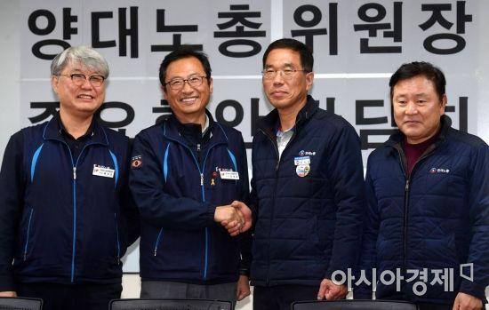 [포토] 손잡은 양대노총 위원장
