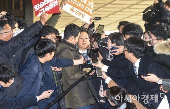 박병대 전 대법관 검찰 소환, 아수라장된 포토라인