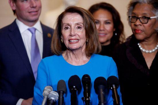 낸시 펠로시, 美하원의장 후보로 선출…반대파 설득에 '총력'