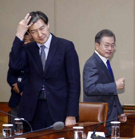 [리얼미터 조사]文대통령 국정 지지율 50%대 회복