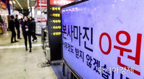 """""""백종원도 못 버텼다"""" 프랜차이즈 죽을 맛…M&A 실종, 미루는 IPO"""