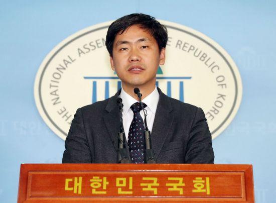 """바른미래당 """"민주당=적폐정당, 김경수에 '법관탄핵' 안희정에 '침묵'"""""""