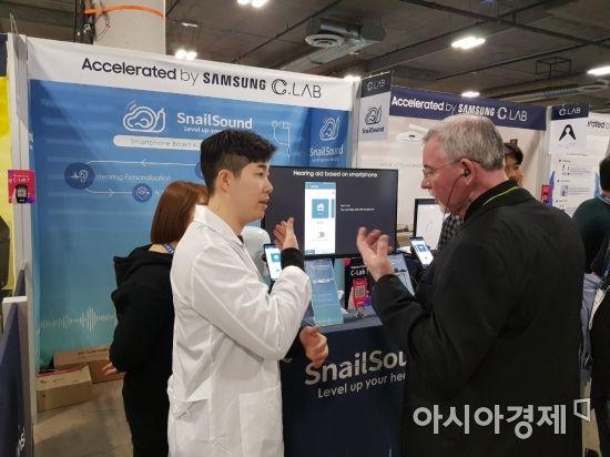 """AI로 보청기앱 개발한 삼성 직원…""""보청기보다 더 잘들려"""""""