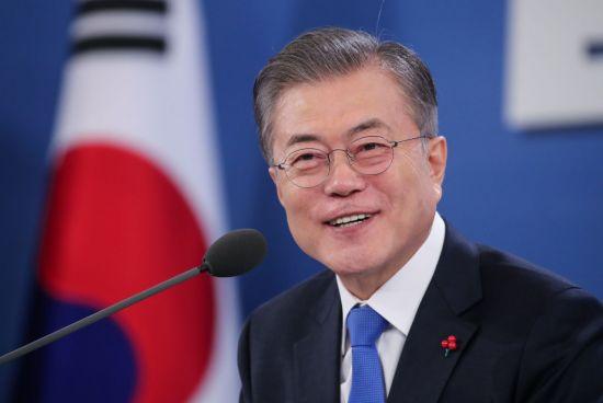 """[문 대통령 기자회견]""""남북경협, 예비된 축복…평화가 곧 경제""""(종합)"""