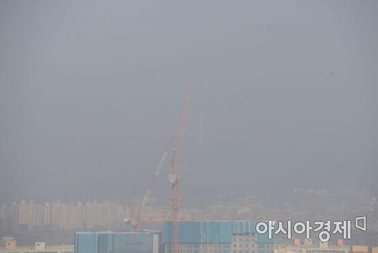 [포토]고농도 미세먼지 습격에 남산타워 실종