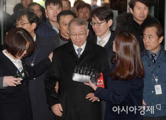 양승태 구속심사 출석…포토라인 또 '패싱'